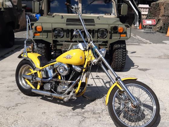 Moped vor Humvee